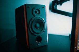bookshelf-speakers